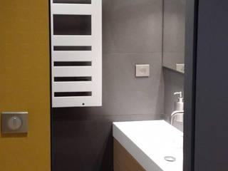 Conception d'une salle de douche: Salle de bains de style  par Myriam Wozniak Architecture et décoration