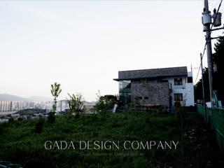 양산 단독주택: GADA design company의  주택