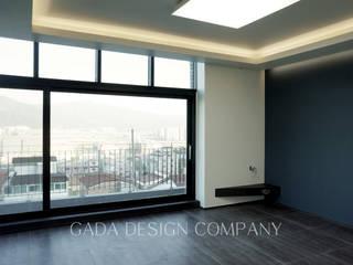 양산 단독주택: GADA design company의  거실