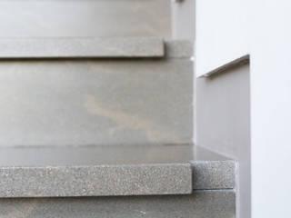 Dettaglio Gradino: Ingresso & Corridoio in stile  di Mariapia Alboni architetto