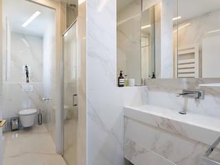 Georges V, PARIS VIII Salle de bain classique par lignedroite Classique