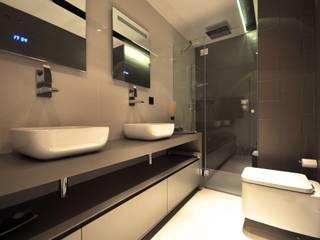Estudio Arinni S.L. ห้องน้ำ Grey