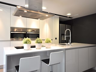 Estudio Arinni S.L. Moderne Küchen Grau