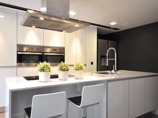 Estudio Arinni S.L. ห้องครัว Grey