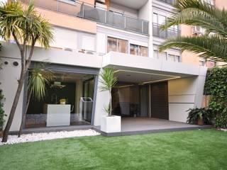 : Jardines de estilo  de Estudio Arinni S.L.
