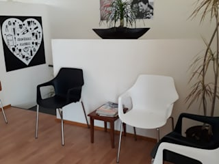 DISEÑO CLÍNICA DENTAL : Estudios y oficinas de estilo  por EL DIVÁN Arquitectura & Diseño de Interiores