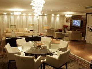Salle à manger classique par Daniela Tolotti Arquitetura e Design Classique