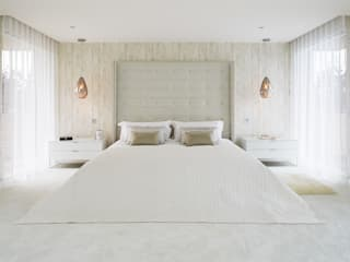 master bedroom:  Bedroom by niche pr