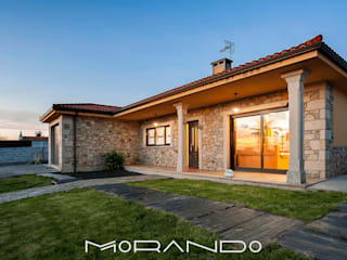 Rustic style house by MORANDO INMOBILIARIA Rustic