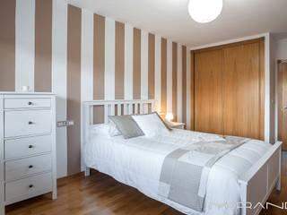 CHALET EN CHAS - COIROS (A CORUÑA): Dormitorios de estilo  de MORANDO INMOBILIARIA