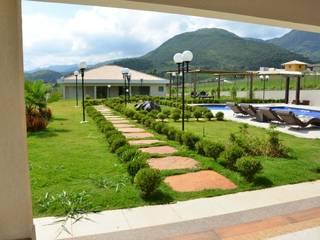 Casa em Mário Campos MG: Piscinas  por ALLS Engenharia e Arquitetura LTDA,Eclético