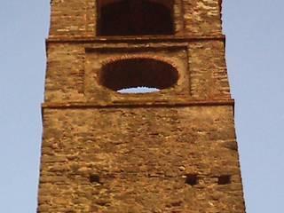 S. Colombano Church: Case in stile  di Studio Associato di architettura MBiM