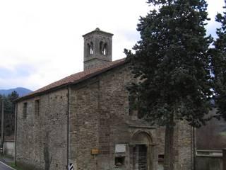 Assunta Church: Case in stile  di Studio Associato di architettura MBiM
