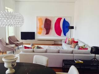 Projecto de Decoração / Decoration Project: Chiado_Lisboa: Salas de estar  por IN LIGHT - Concepção de Espaços, Lda.,Eclético