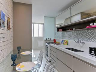 Cocinas de estilo moderno por GRUPO AE - ARQUITETURA+ENGENHARIA