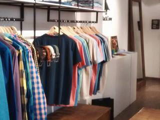 Showroom BlackCrow Oficinas y comercios de estilo industrial de Bōken Studio Industrial