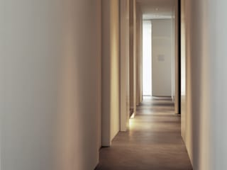 Apartment  Amsterdam (03):  Gang en hal door Jen Alkema architect,