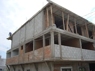 DURANTE LA CONSTRUCCIÓN.: Casas de estilo moderno por FORMAS ARQUITECTURA