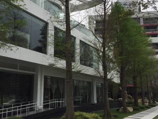 種樹為林,自然成森 根據 植建築 鉅凱建築師事務所/原果室內創研設計 現代風