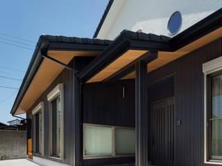 玄関周り: 小栗建築設計室が手掛けた家です。
