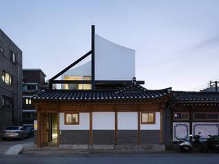 Casas de estilo  de CoRe architects,