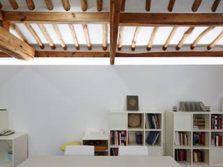Salones de estilo  de CoRe architects,