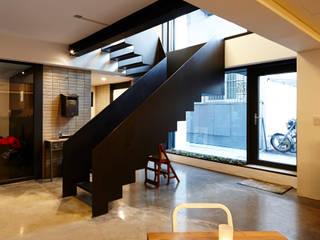 Pasillos y vestíbulos de estilo  de CoRe architects,