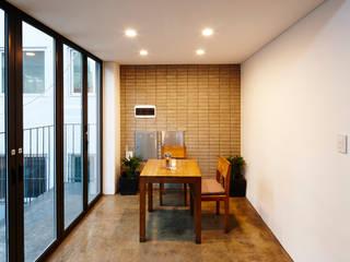 Salas multimedia de estilo  de CoRe architects,