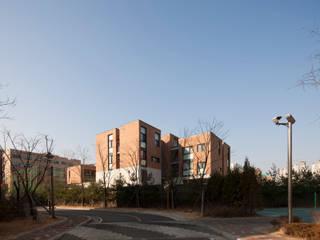 에델 마을 ethelvillage: (주)보이드아키텍트 건축사사무소의  차고