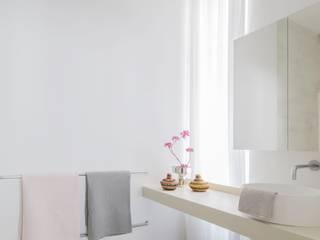 Apartment E&E destilat Design Studio GmbH Moderne Badezimmer