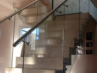 ARQUITECTA MORIELLO Modern Corridor, Hallway and Staircase