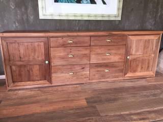 Mueble en madera de demolición:  de estilo  por Surdeco