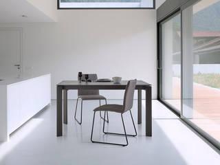 Cocina moderna con mesa cerámica:  de estilo  de somcasa