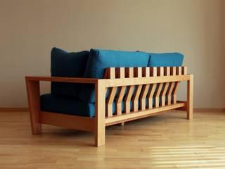 銘木で製作した何処に置いても美しいウッドフレームソファ: Vigore interior&galleryが手掛けた折衷的なです。,オリジナル