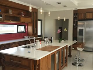 Modern Semi Solid Kitchen Modern kitchen by SCD Group Modern
