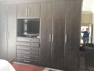 Build in Cupboards Classic style bedroom by SCD Group Classic