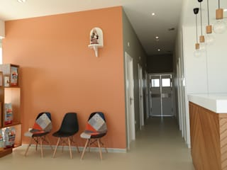 aponto Modern clinics Wood Orange