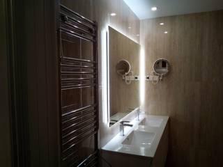 Espelho retro iluminado!: Casas de banho  por Obr&Lar - Remodelação de Interiores