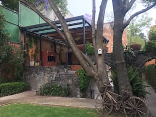 gremio Colonial style garden