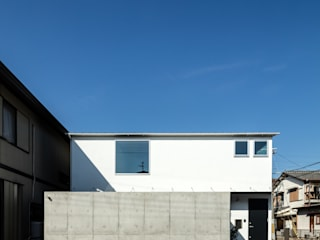 Minimalist houses by coil松村一輝建設計事務所 Minimalist