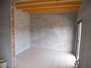Interior habitación con techo de madera plano: Dormitorios de estilo mediterraneo por Hornero Arquitectura y Diseño