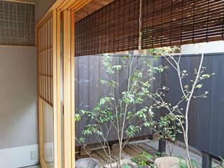 いにしえ 焼杉 ゲストハウス: 井上スダレ株式会社が手掛けた庭です。