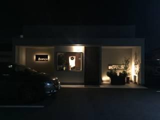 合同会社 栗原弘建築設計事務所 Gastronomía de estilo moderno Aluminio/Cinc Blanco