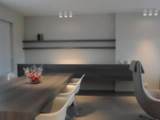 Woning verbouwing + inrichting. Moderne woonkamers van IDEE-M INTERIEURARCHITECTEN Modern