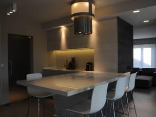 Woning verbouwing + inrichting. Moderne keukens van IDEE-M INTERIEURARCHITECTEN Modern