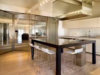 Restauro e adeguamento funzionale di Palazzo De' Nobili: Cucina in stile  di Pietro Carlo Pellegrini Architetto