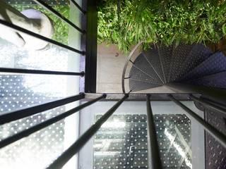 London duplex spiral staircase top view ESTHERRICO Design & Businness Modern terrace