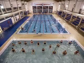 Una de las piscinas municipales de la ciudad de Valencia: Piscinas de estilo  de Electrobombas Jávea