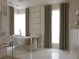 Open Plan Bathroom:  Bathroom by Debbie Neal Interiors