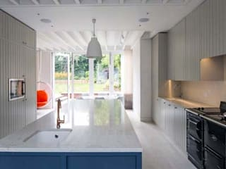 Crouch End Contemporary Extension:  Kitchen by Debbie Neal Interiors
